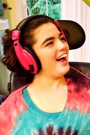Lily-Tanenholz-headphones_web_cc